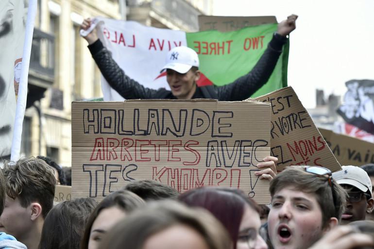 Des lycéens manifestent contre la loi El Khomri à Bordeaux, le 17 mars