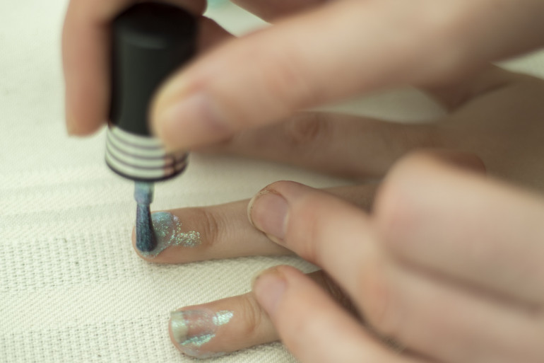 Du vernis à ongle. (Illustration)