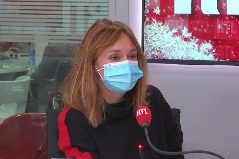 Erin Doherty, invitée dans RTL Soir le 9 décembre 2020