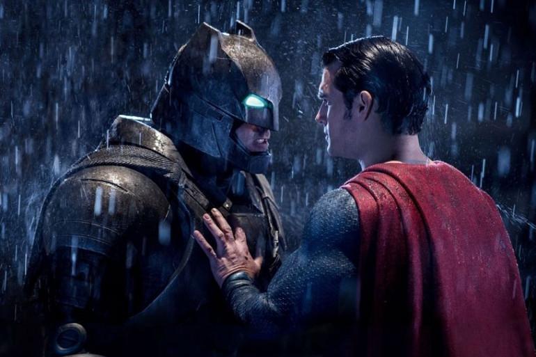 """""""Batman v Superman"""" est un succès au box-office mais la fréquentation baisse fortement"""