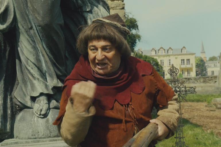 """Christian Clavier en Jacquouille dans un nouveau trailer des """"Visiteurs 3""""."""