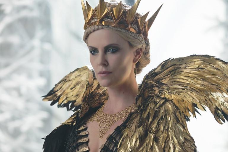 """Charlize Theron incarne à nouveau Ravenna dans """"Le Chasseur et la Reine des Glaces"""""""