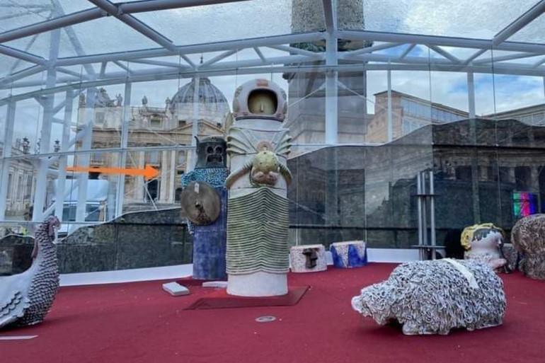 La crèche de Noël inaugurée sur le parvis de la Basilique Saint-Pierre de Rome.