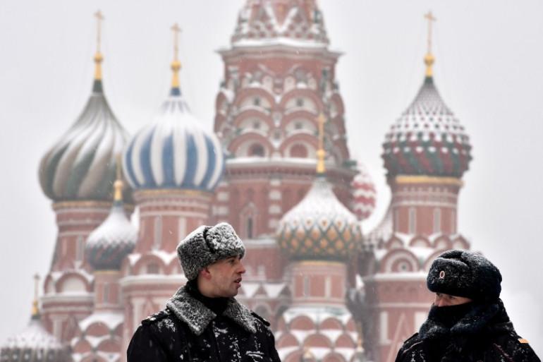 Des policiers russes sur la place rouge