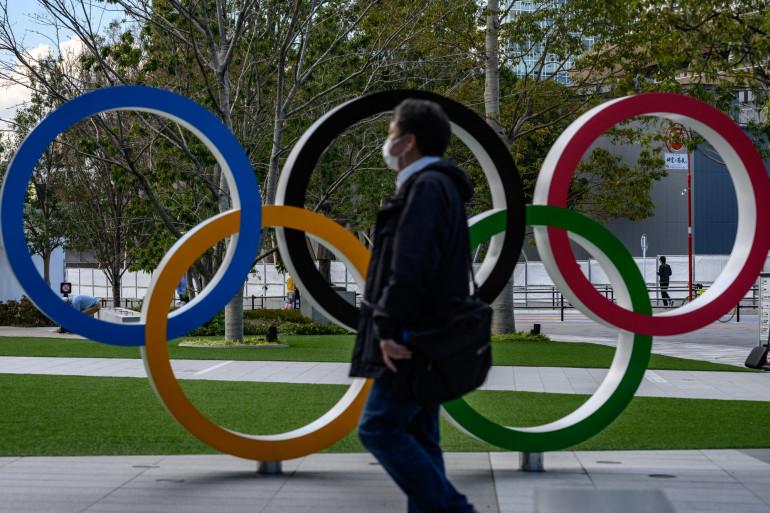 Les anneaux olympiques, à Tokyo.