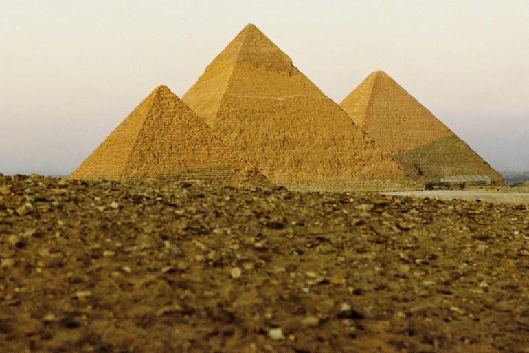 Les Pyramides de Guizeh, en Égypte (Illustration)
