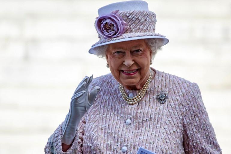 Elizabeth II lors d'une messe de commémoration en août 2015