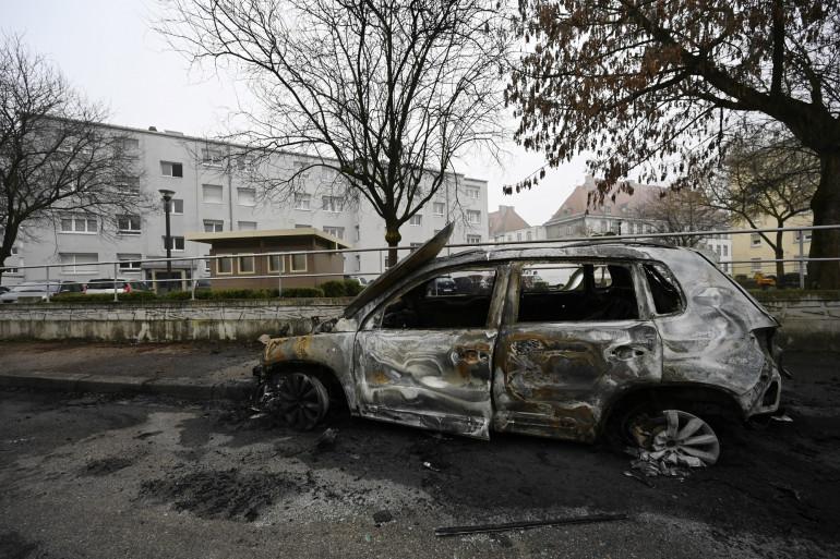Une voiture incendiée la nuit de la Saint-Sylvestre à Strasbourg, le 1er janvier 2020