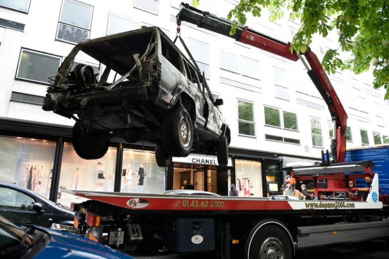 La boutique Chanel de la rue Montaigne à Paris a été la cible d'une voiture-bélier