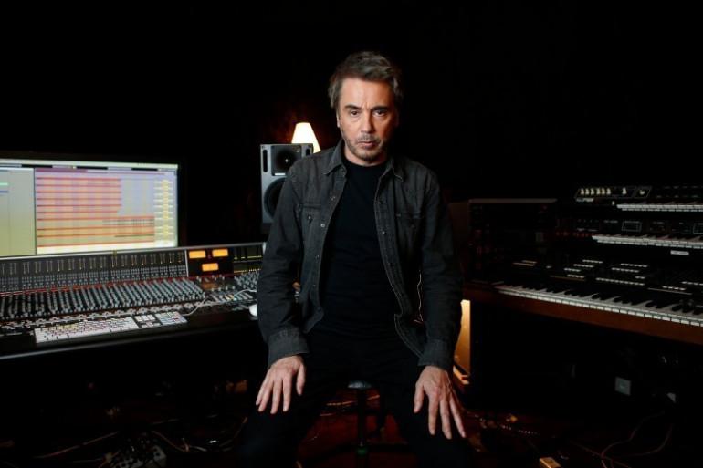 Jean-Michel Jarre, ici dans son studio, fait son grand retour avec le premier volet d'un double album