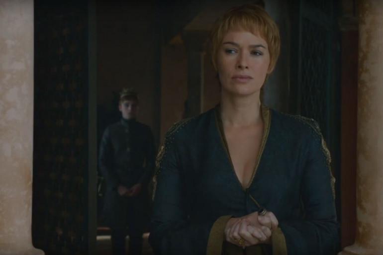 """Cersei (Lena Headey) et le roi Tommen (Dean-Charles Chapman) en pleine séquence émotion dans l'épisode 2 de la saison 6 de """"Game of Thrones"""""""