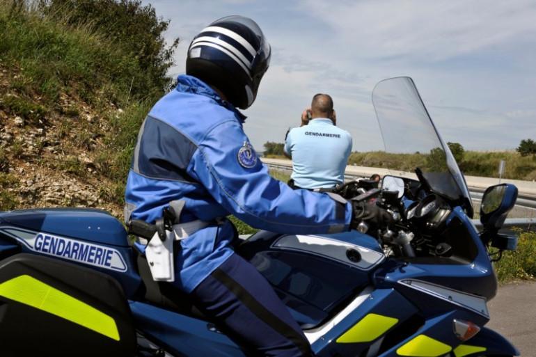 Un gendarme à moto lors d'un contrôle routier