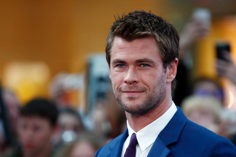 Chris Hemsworth a coupé les cheveux longs du dieu Thor qu'il incarne dans le film