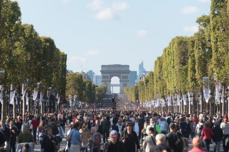 Verra-t-on un jour les Champs-Élysées totalement rendus aux piétons ?