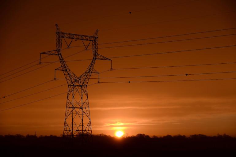 À Périgueux (Dordogne), un poste électrique a été touché, entraînant la coupure d'électricité de 34.000 foyers