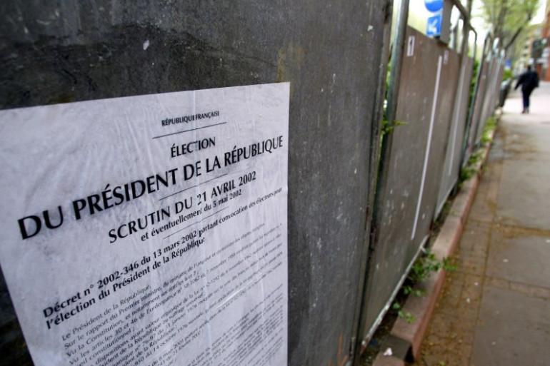 Des panneaux électoraux installés en vue de la présidentielle de 2002