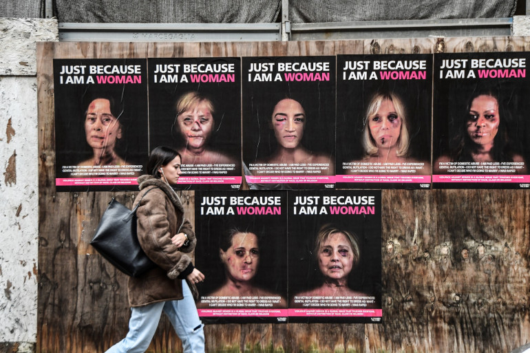 """""""Juste parce que je suis une femme"""", une nouvelle série d'œuvres de l'artiste et activiste pop italienne aleXsandro Palombo, représentant certaines des femmes politiques du monde entier."""