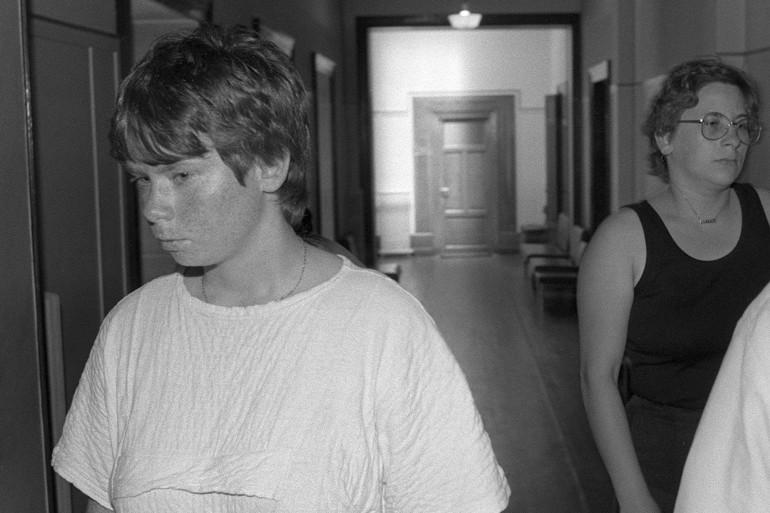 Murielle Bolle et Marie-Ange Laroche, à la cour d'appel de Dijon, en juin 86.