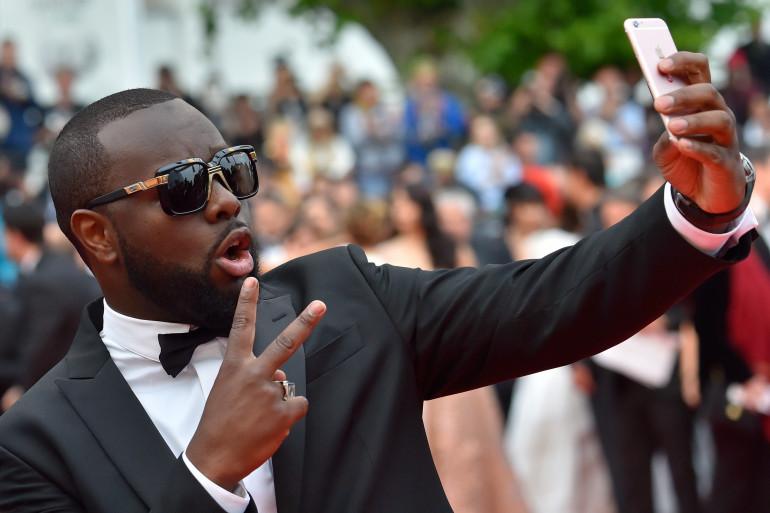 Cannes 2016 : Maître Gims en mode selfie sur le tapis rouge