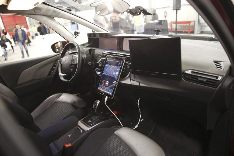 L'intérieur d'une voiture autonome de PSA