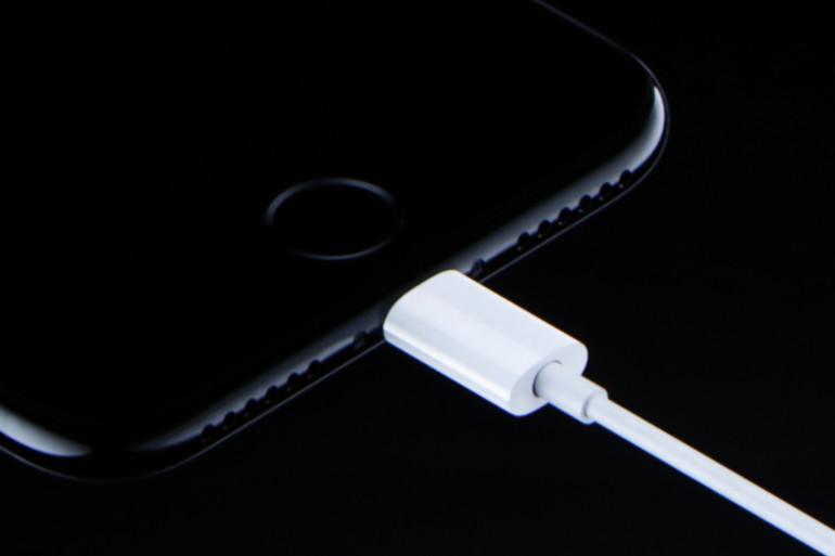 Apple continue de défendre le port Lightning à l'heure où les fabricants Android misent tous sur l'USB-C