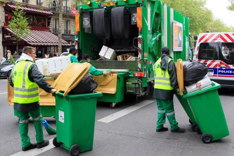 Des éboueurs à Paris le 5 mai 2012 (archives)