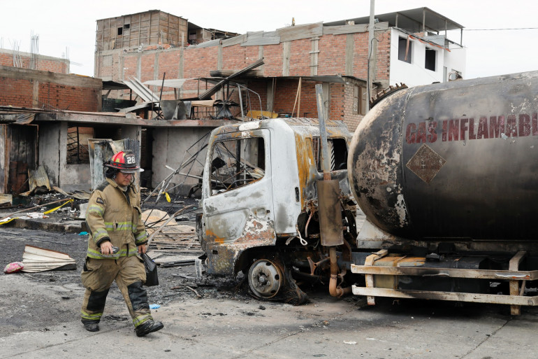 Un camion transportant du gaz a explosé à Lima