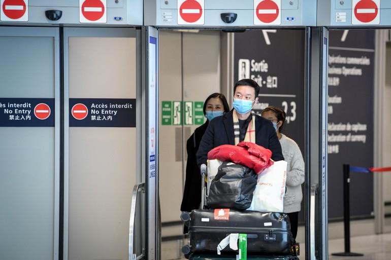 À Roissy, des passagers en provenance de Shanghai, le 26 janvier 2020.