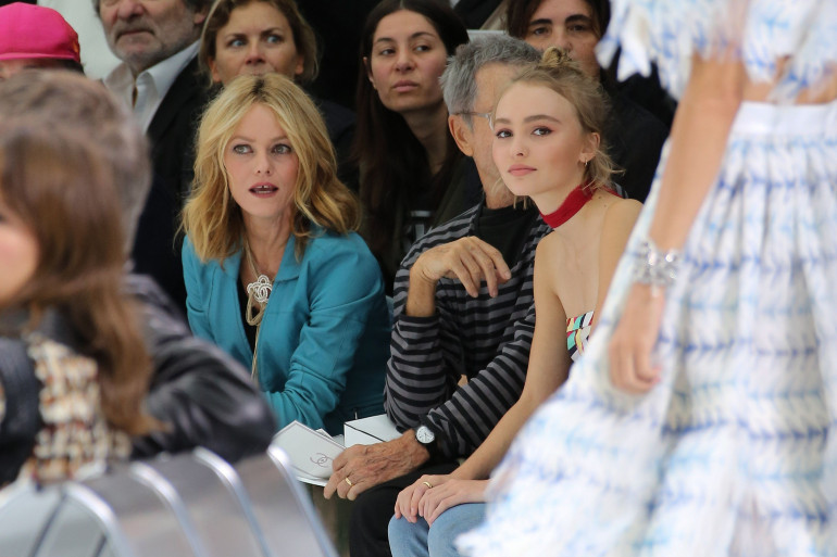Vanessa Paradis et Lily-Rose Depp au défilé Chanel le 10 juin 2015.