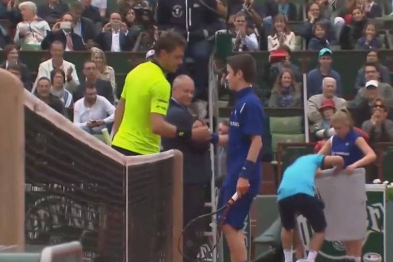 À Roland-Garros, le Suisse Stan Wawrinka a proposé à un ramasseur de balles de jouer contre lui.