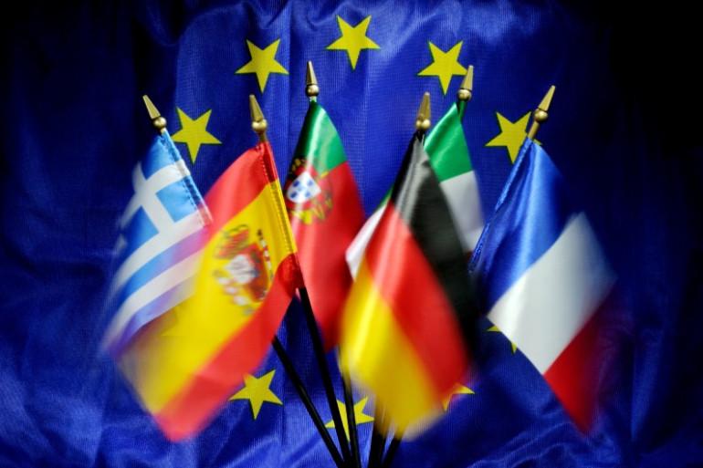Les drapeaux de l'Union européenne.