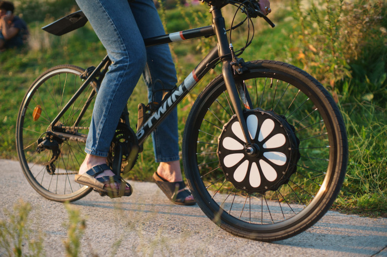 Un vélo équipé de la roue Teebike