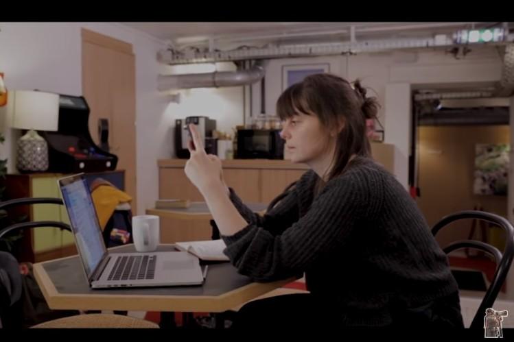 """Le documentaire """"Traquées"""" donne la parole à des victimes de cyberviolences conjugales."""
