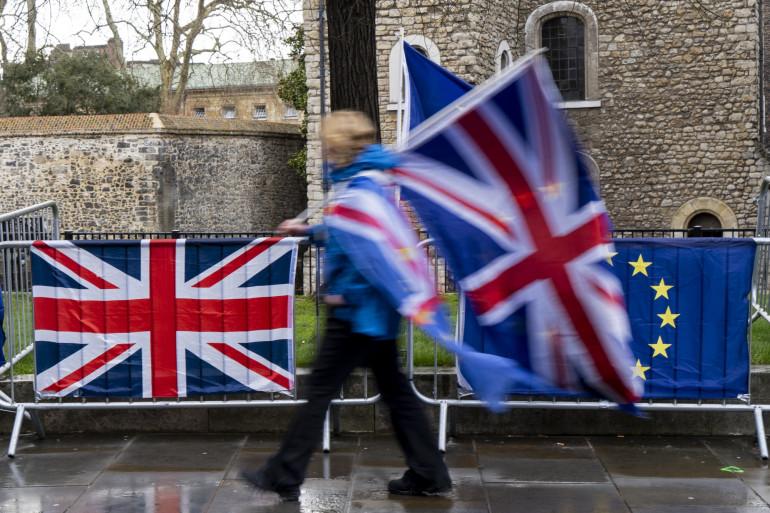 Une citoyenne Bitannique pendant le Brexit (illustration)