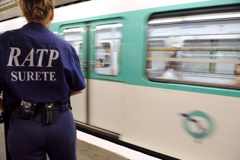 Harcèlement sexuel : pour éviter les gestes déplacés, une femme sur deux adapte sa tenue dans les transports en commun