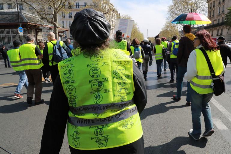 """Des manifestants à Paris, lors de l'acte 21 des """"Gilets Jaunes""""."""