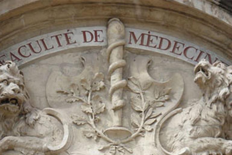 Le fronton d'une faculté de médecine
