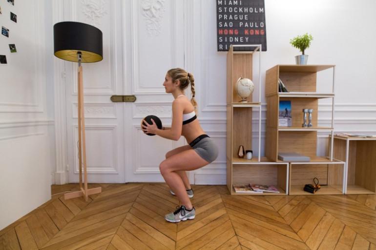 Le squat, excellent pour muscler les jambes, sollicite aussi plusieurs chaînes musculaires