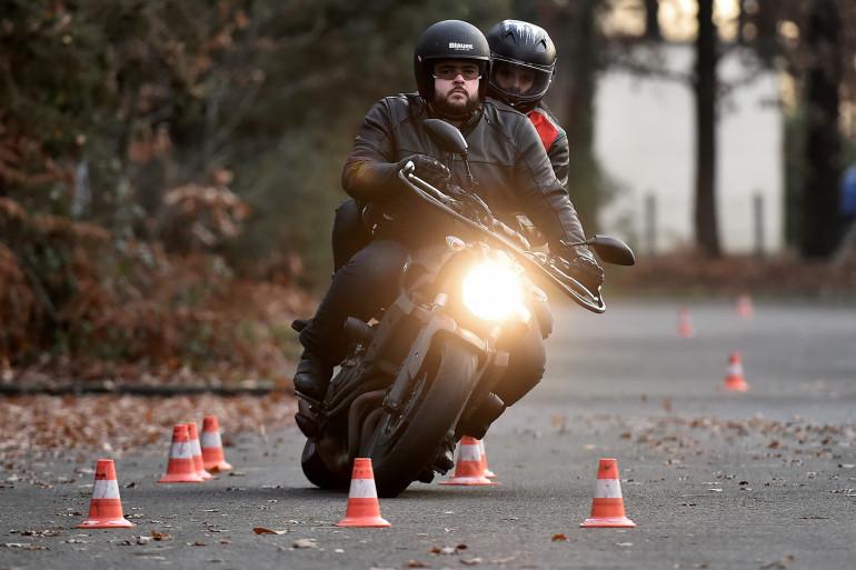 Un élève passant le permi moto en France, en 2016