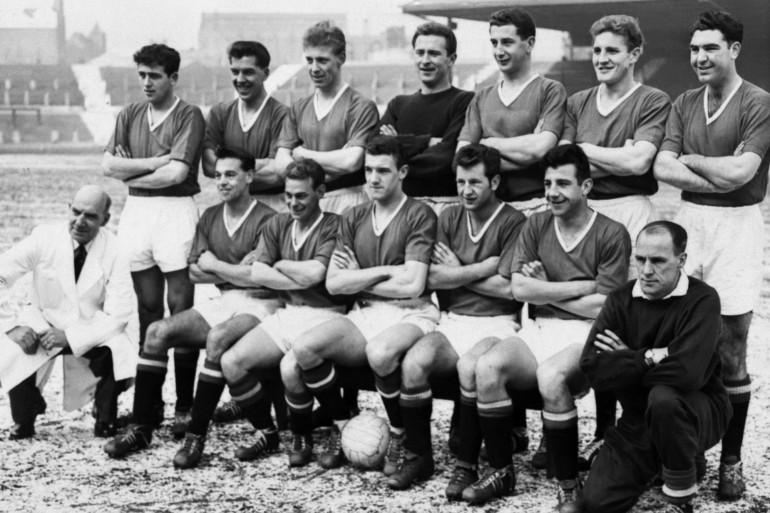 L'équipe de Manchester United qui a repris le flambeau après le crash de 1958, le 1er juin 1958. Harry Gregg est debout, 4e en partant de la gauche