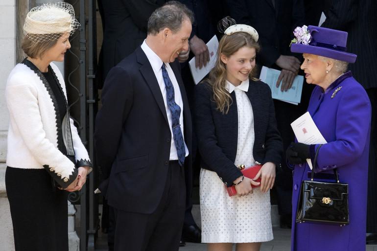 La Reine Elizabeth II avec son neveu David Armstrong-Jones, son épouse Serena et leur fille Margarita, à Londres, le 7 avril 2017