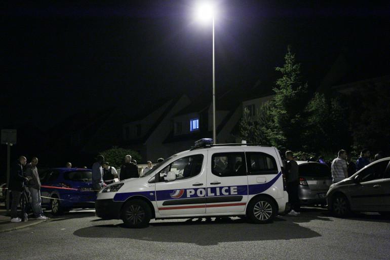 Une voiture de police à Magnanville, dans la nuit du 13 au 14 juin 2016.