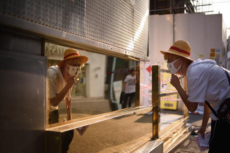 Un homme porte un masque à Séoul, où sont hospitalisés des malades du coronavirus Mers