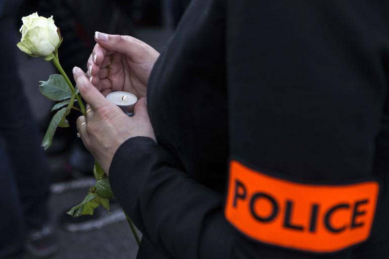Une policière lors de la marche blanche en hommage aux deux policiers tués à Magnanville.