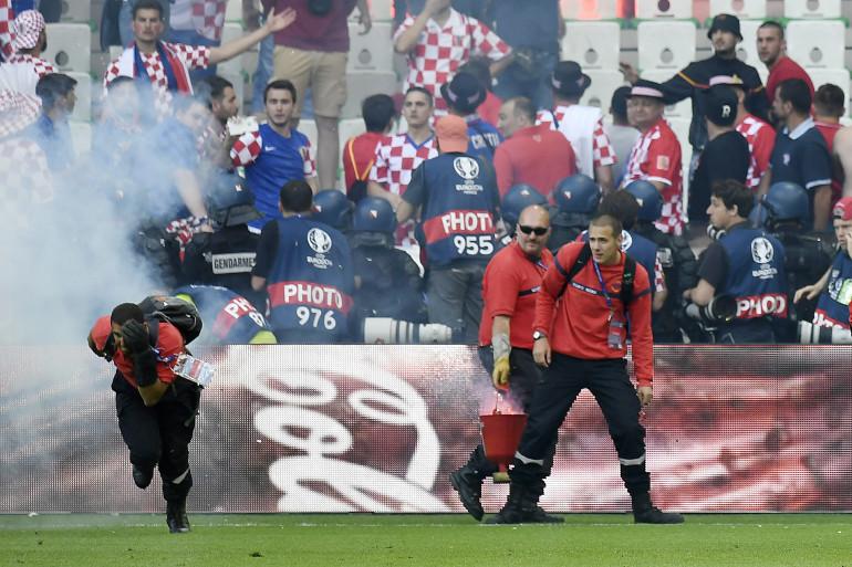 Un stadier touché par un pétard lors de la rencontre Croatie-République tchèque le 17 juin