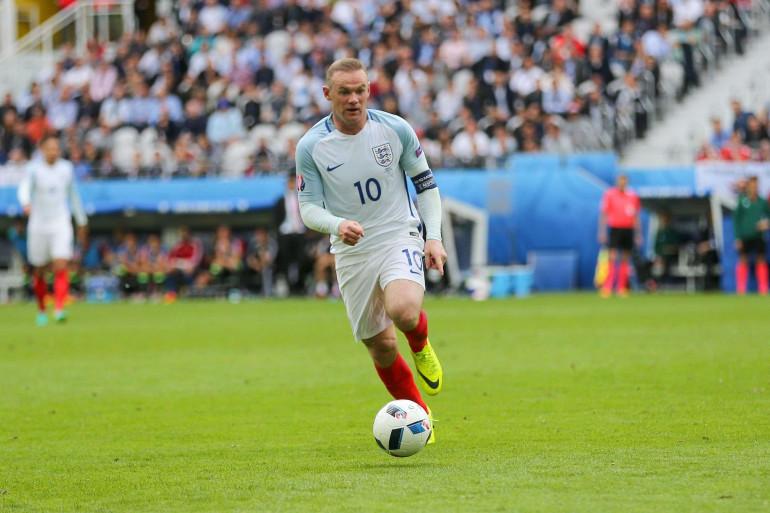 Wayne Rooney balle au pied contre le Pays de Galles, le jeudi 16 juin