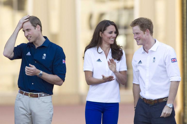 Le prince William, Kate Middleton et le prince Harry à Buckingham Palace en juillet 2012