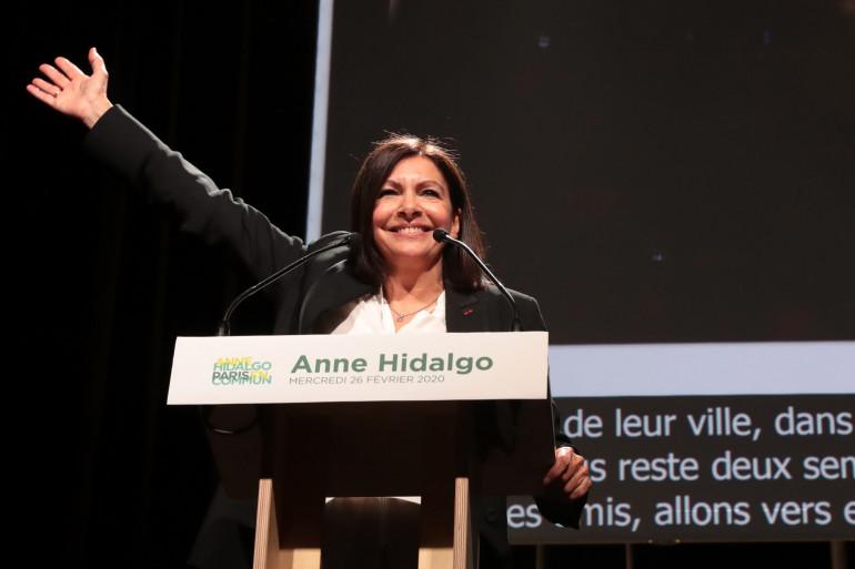 Anne Hidalgo, en meeting, le 26 février