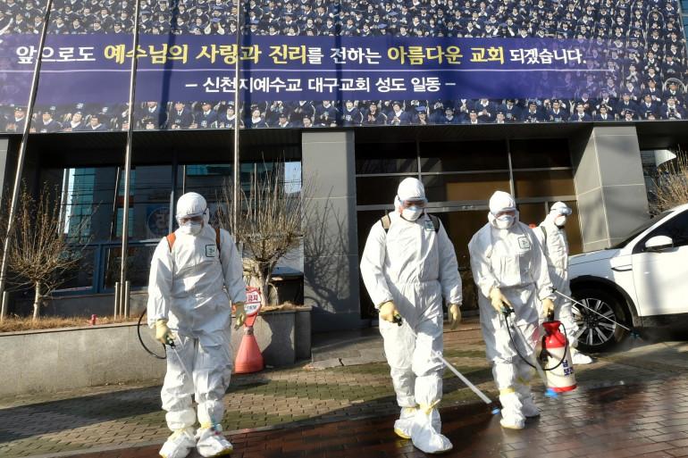 Le 19 février 2020, à Daegu, en Corée du Sud, devant le siège de la secte Shincheonji