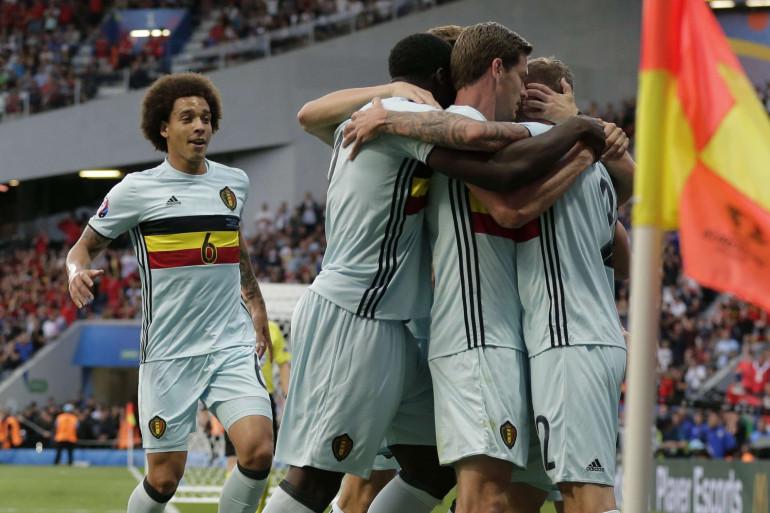 Les Belges célèbrent le but de Tobi Alderweireld contre la Hongrie, dimanche 26 juin